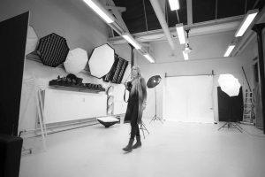 fotograf i fotostudio